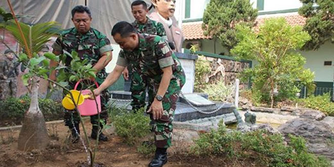 Danrem 073/Mkt Mengajak Anggota TNI Hijaukan Lahan Kosong Satuan