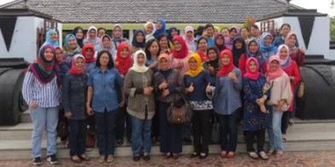 Ibu Pangdam IV/Diponegoro Melaksanakan Sholat di Masjid Agung Demak