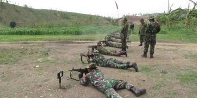 Anggota Kodim 0716/Demak Melaksanakan Latihan Menembak di Lapangan Tembak Desa Jragung