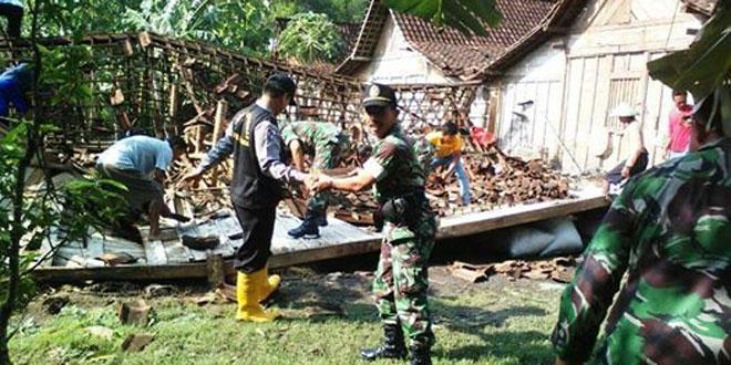 Personel Koramil Kedungtuban Karya Bhati di Desa Ketuwan