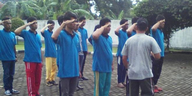 Babinsa Koramil 01/Purwokerto Melatih PBB Peserta Kursus di BLK