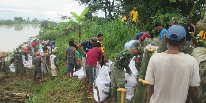 Koramil 18/Puring Ajak Warga Sidodadi Perbaiki Tanggul Jebol di Desa Sidodadi