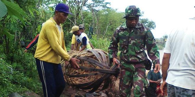 Koramil 01/Purworejo Melaksnakan Karya Bhakti di Sungai Bangsan