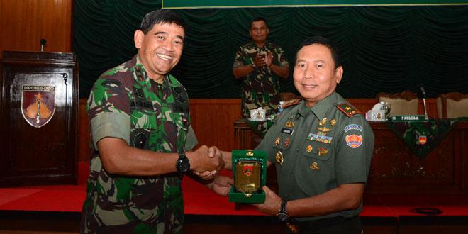 Pangdam IV/Diponegoro Terima Pasis KKL Dikpa Staf Renstra TNI AD