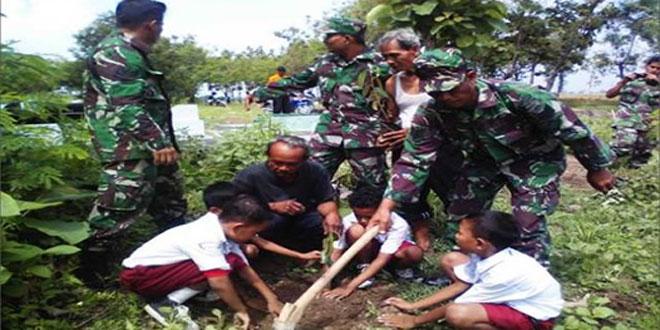 Kodim 0727/Karanganyar Melaksnakan Tanam Pohon di TPU Dusun Klokokan