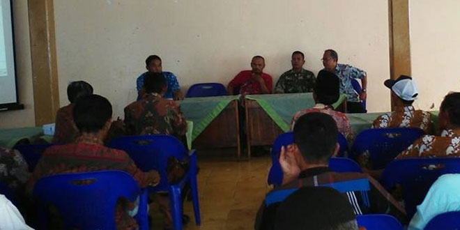 Babinsa Koramil 23/Cilongok Dampingi PPL Berikan Penyuluhan Percepatan Tanam Padi di Desa Sambirata