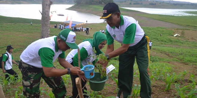 Kodim 0712/Tegal Hadi Dalam Pencanangan Hari Menanam Pohon di Desa Cacaban
