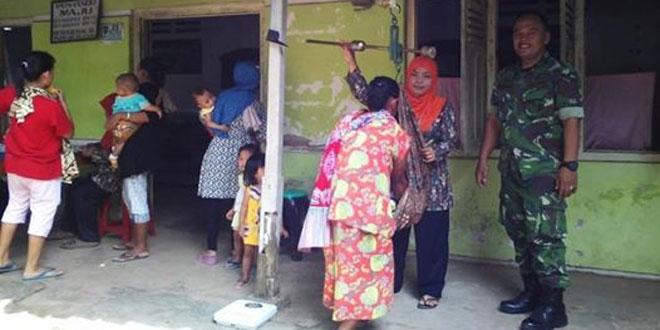 Anggota Koramil-16/Mgs Hadir Dalam Kegiatan Posyandu di Desa Kalisalak