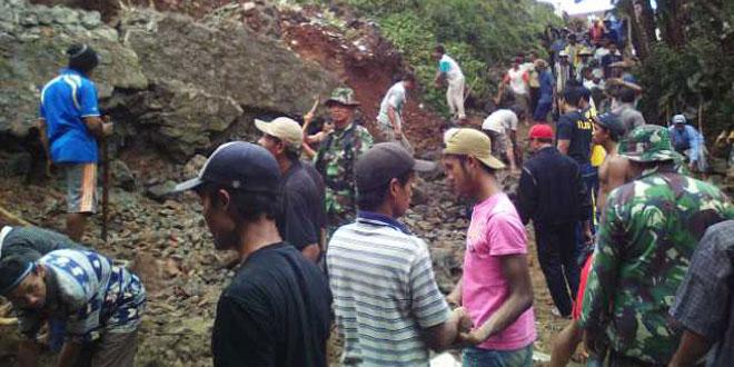 Bakti TNI Koramil 07/Karangsambung Bantu Kesulitan Masyarakat