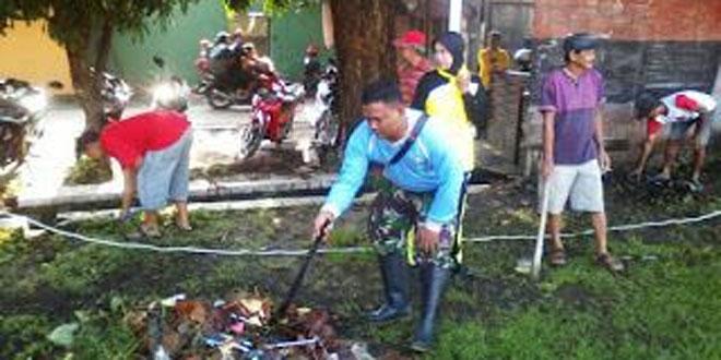 Koramil 01 Laweyan Menjadi Pelopor Kerja Bhakti di Kelurahan Pajang