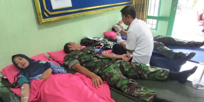 Kodim 0712/Tegal Gelar Bakti Sosial Pengobatan Gratis Donor Darah