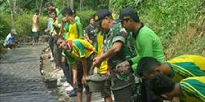 Koramil 03/Kaligesing dan Siswa SMK YPT Purworejo Melaksanakan Karyabakti
