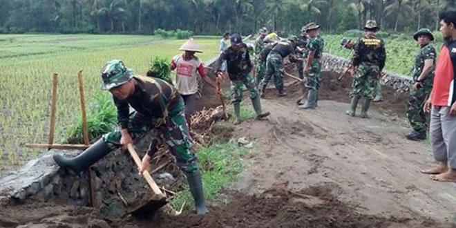 Danramil 16/Petanahan Kerahkan 170 orang Perbaiki Jalan Desa