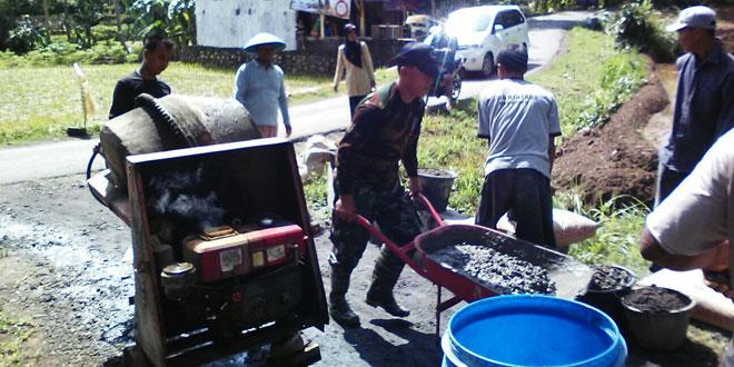Pos Ramil Poncowarno Kodim 0709/Kebumen Bersatu Cor Jalan Sepanjang 200 Meter