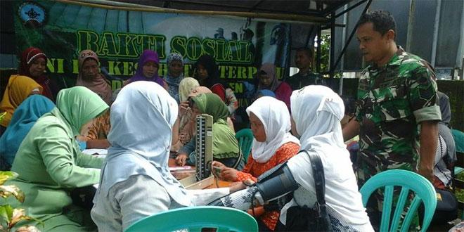 Kodim 0709/Kebumen dan BPPKB Kebumen Gelar Baksos KB Kes Terpadu Dalam Rangka Hari Juang Kartika ke 70 tahun 2015