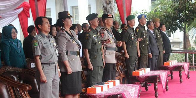 Komandan Kodim 0733-BS Semarang Hadiri Upacara Bendera Peringatan Hari Nusantara Ke-15 TA.2015 Kota Semarang