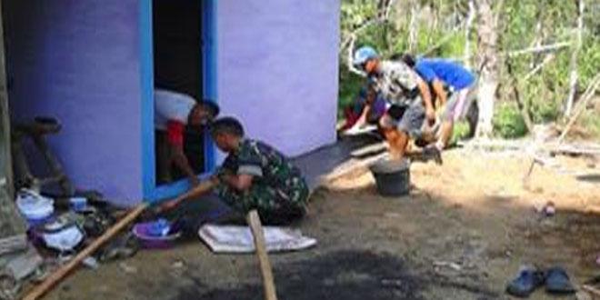 Babinsa Bersama Masyarakat Bergotong Royong Rehab Rumah