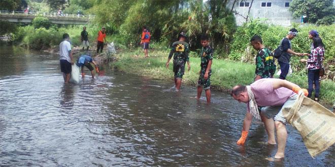 "Koramil 12 Banyubiru ""Clean Up The River Festival"""
