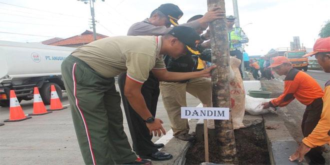 Kasdim 0713/Brebes Menghadiri Penanaman Pohon Perbatasan Tegal-Brebes