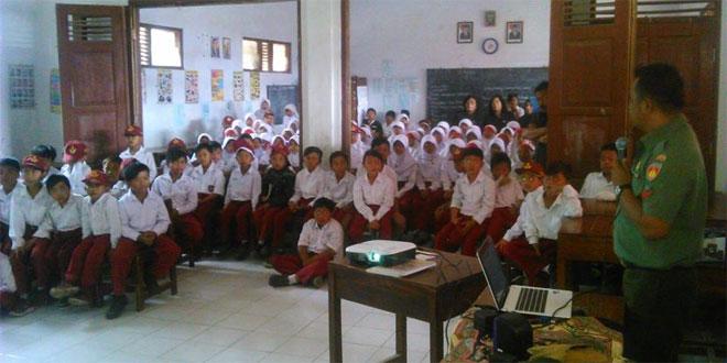 Koramil 07/Ngablak Berikan Pengenalan Wawasan Kebangsaan untuk Siswa Sekolah