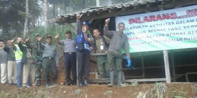 Koramil 04/Ngadirejo bersama Muspika Melaksanakan Pemasangan Banner di Lereng Sindoro
