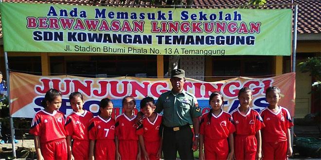 Babinsa Koramil 06/Jumo Melatih Team Volly Siswa SD