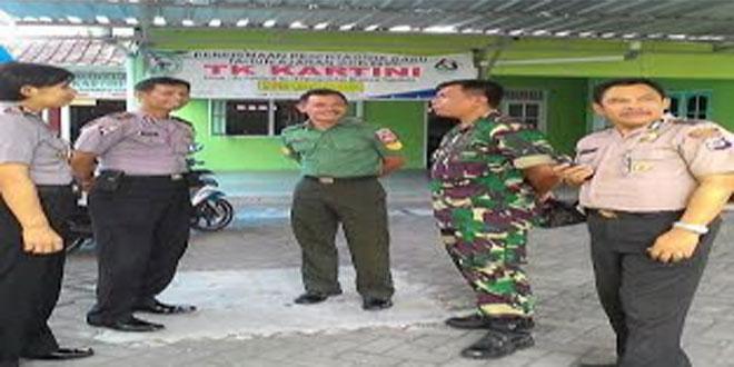 KERJASAMA YANG SINERGI DAN SOLID DILAKUKAN OLEH TNI DAN POLRI