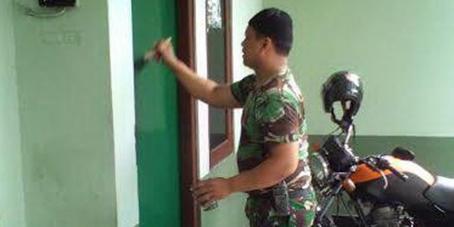 Anggota Koramil 13/Ngampilan Melaksanakan Pengecatan Dalam Rangka Harbang