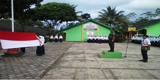 DANRAMIL 05/SUMBANG IRUP UPACARA DI SMP N 3 SUMBANG