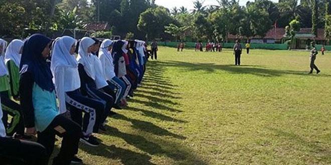 Anggota Koramil 12/Mlati Melatih Paskibra Tingkat Kecamatan Mlati