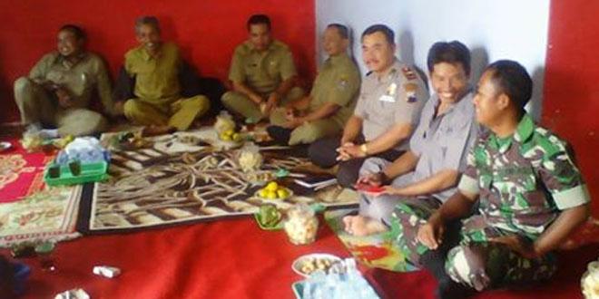 Babinsa Koramil 04/Ngadirejo Komsos dengan Warga untuk Mengatasi Permasalahan di Wilayah