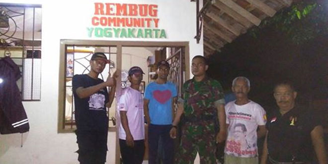 Babinsa Klitren Koramil 03/Gondokusuman Melaksanakan Komsos di Komunitas Rembug Community Kelurahan Klitren