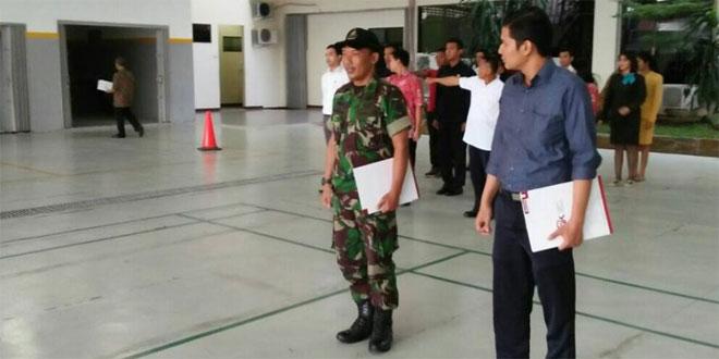 Babinsa Kal. Tipes Koramil 03/Serengan Kodim 0735/Surakarta Melatih PBB dan TUB