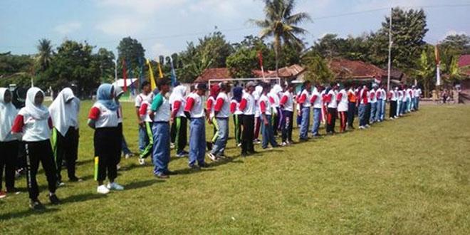 Babinsa Sumberahayu Latih Paskibra Kec Moyudan