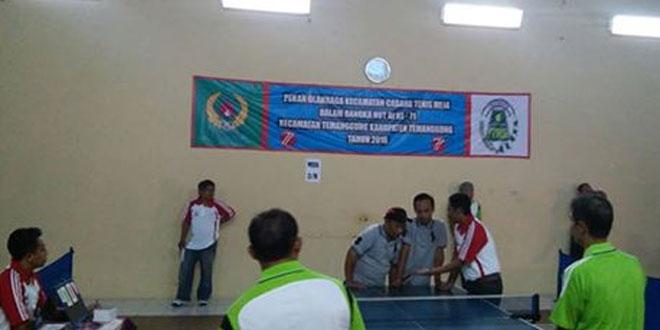 Bersama Camat, Danramil 01/Tmg dan Ketua Koni Temanggung Meninjau Pertandingan Tenis Meja