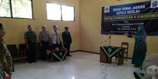 Babinsa Karanganom Hadiri Sertijab Kepala SMP Muhammadiyah 4 Sukodono