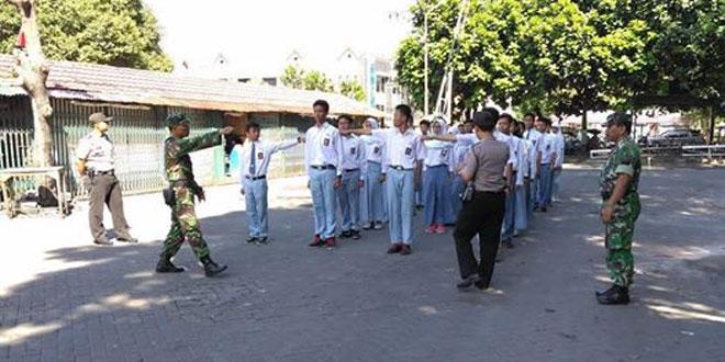 Koramil 12/Gondomanan Latih Pasukan Paskibraka Sma 10 Yogyakarta