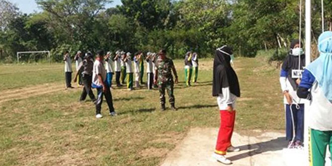 Babinsa Koramil Lendah Latih Paskibra Kecamatan