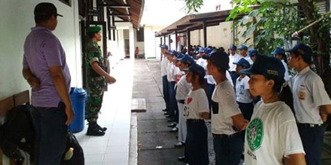 Babinsa Koramil 04/Danurejan Tanamkan Disiplin dan Wawasan Kebangsaan Melalui Kader Siswa SMP Bopkri Satu Yogyakarta