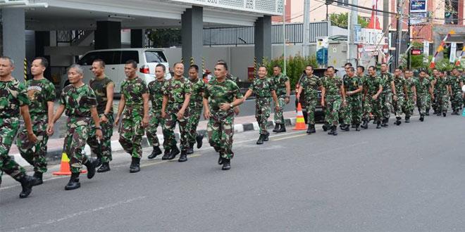 Kasrem 072/Pmk Pimpin Gerak Jalan Minggu Militer