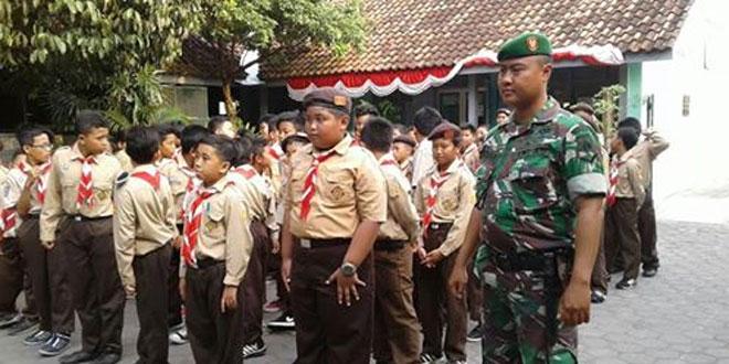 Babinsa Patehan Koramil 11/Kraton Memantau Kegiatan Pramuka di Wilayah