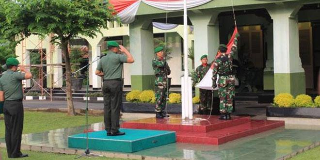 Prajurit dan PNS Ikuti Upacara Bendera Merah Putih di Kodim 0734/Yogyakarta