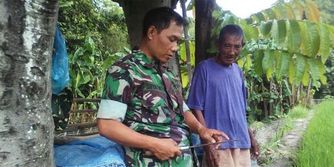 Babinsa Koramil 09/Mantrijeron Melaksanakan Komsos dengan Pak Tani
