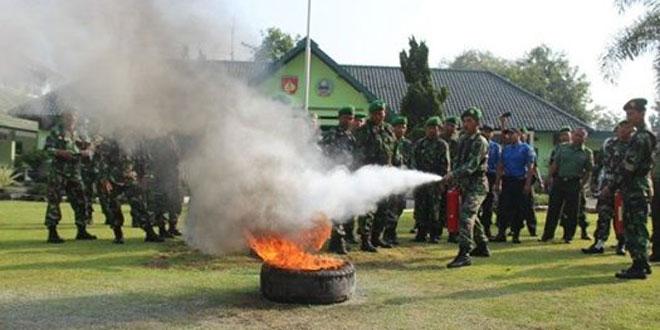 Anggota Kodim Sukoharjo Latihan Pemadaman Api
