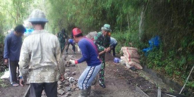 Bangkitkan Semangat Kebersamaan dDi Wilayah Melalui Giat Gotong Royong