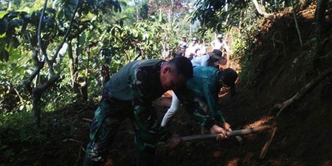 Karya Bakti Jalan Usaha Tani Dusun Mergosari Desa Tening