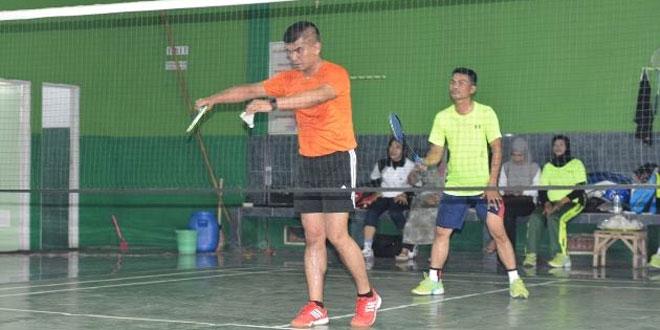 Badminton Bareng Kodim 0713/Brebes dengan Dinas Pendidikan Kabupaten Brebes