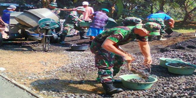 TNI DAN RAKYAT BERSATU MANUNGAL MEMBANGUN DESA.