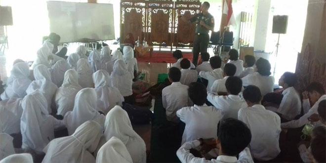 Kegiatan wasbang Dandim 0735 Surakarta di Fakultas Pertanian UNS