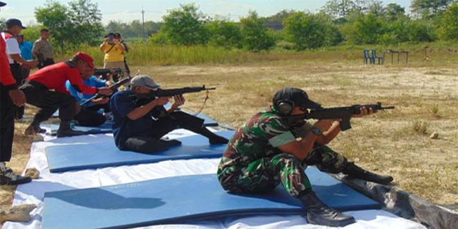 Pererat Sinergitas Antara TNI Polri Melalui Latihan Menembak